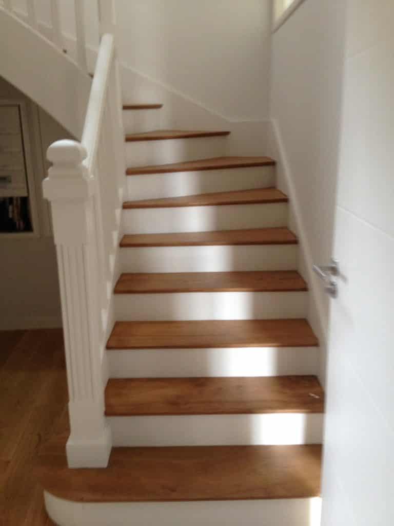 Vitrificateur Escalier Apres Peinture 2 techniques faciles pour : repeindre un escalier en bois